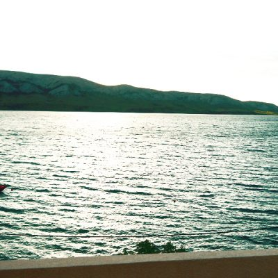 Noclegi Wyspa Pag - widok na zatoke